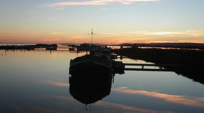 Coucher de soleil sur le canal du Rhône à Sète