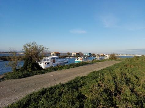 Le long du canal du Rhône à Sète